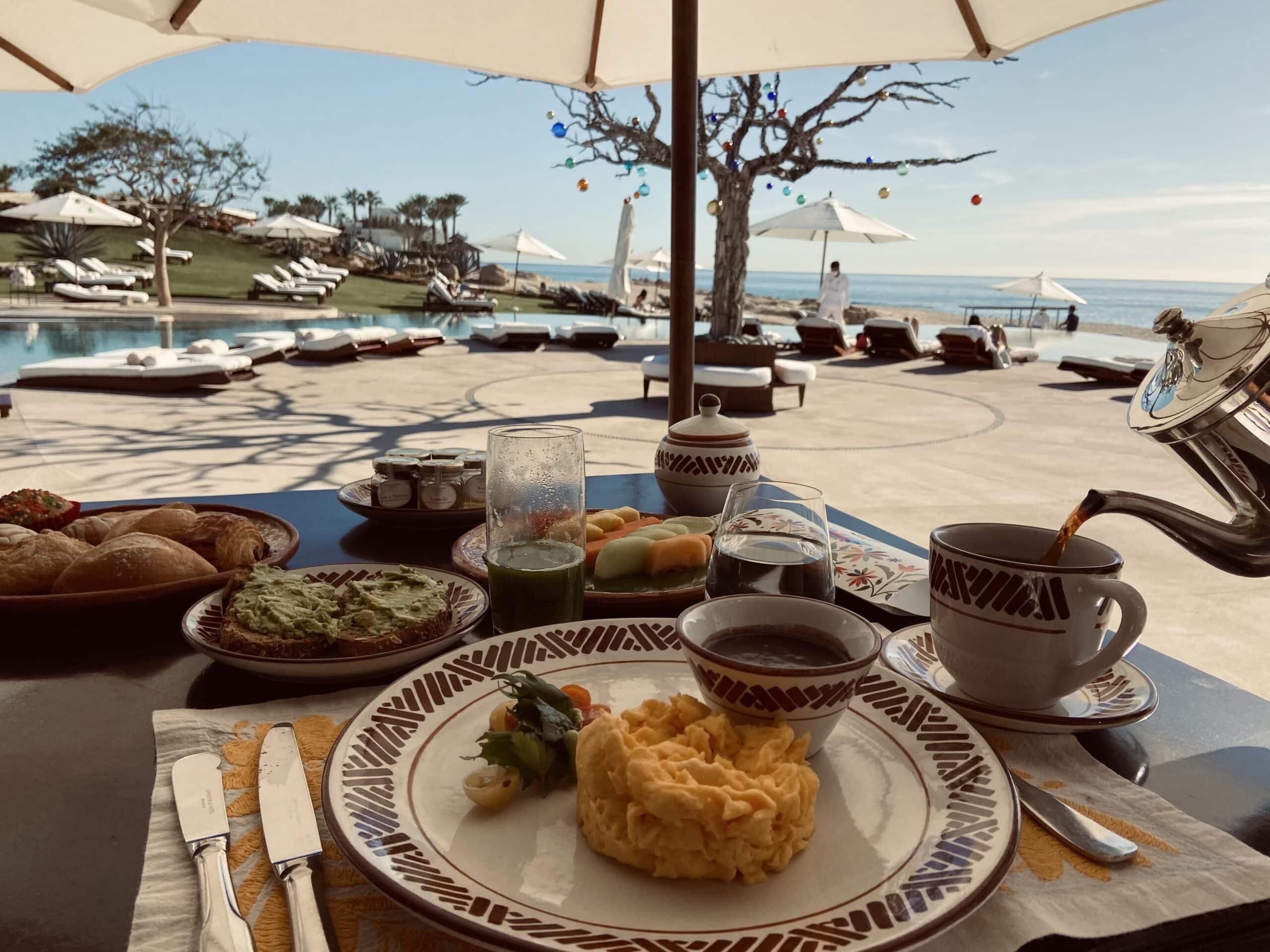 Café da manhã na beira da praia