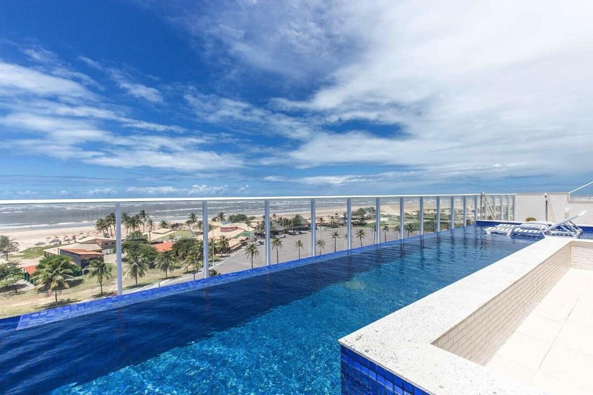 piscina do apartamento na orla do atalaia
