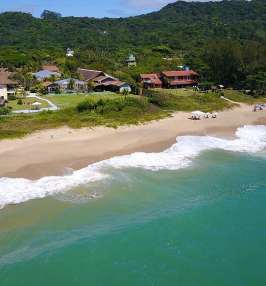 Uma das pousadas em Balneário Camboriú com vista para o mar