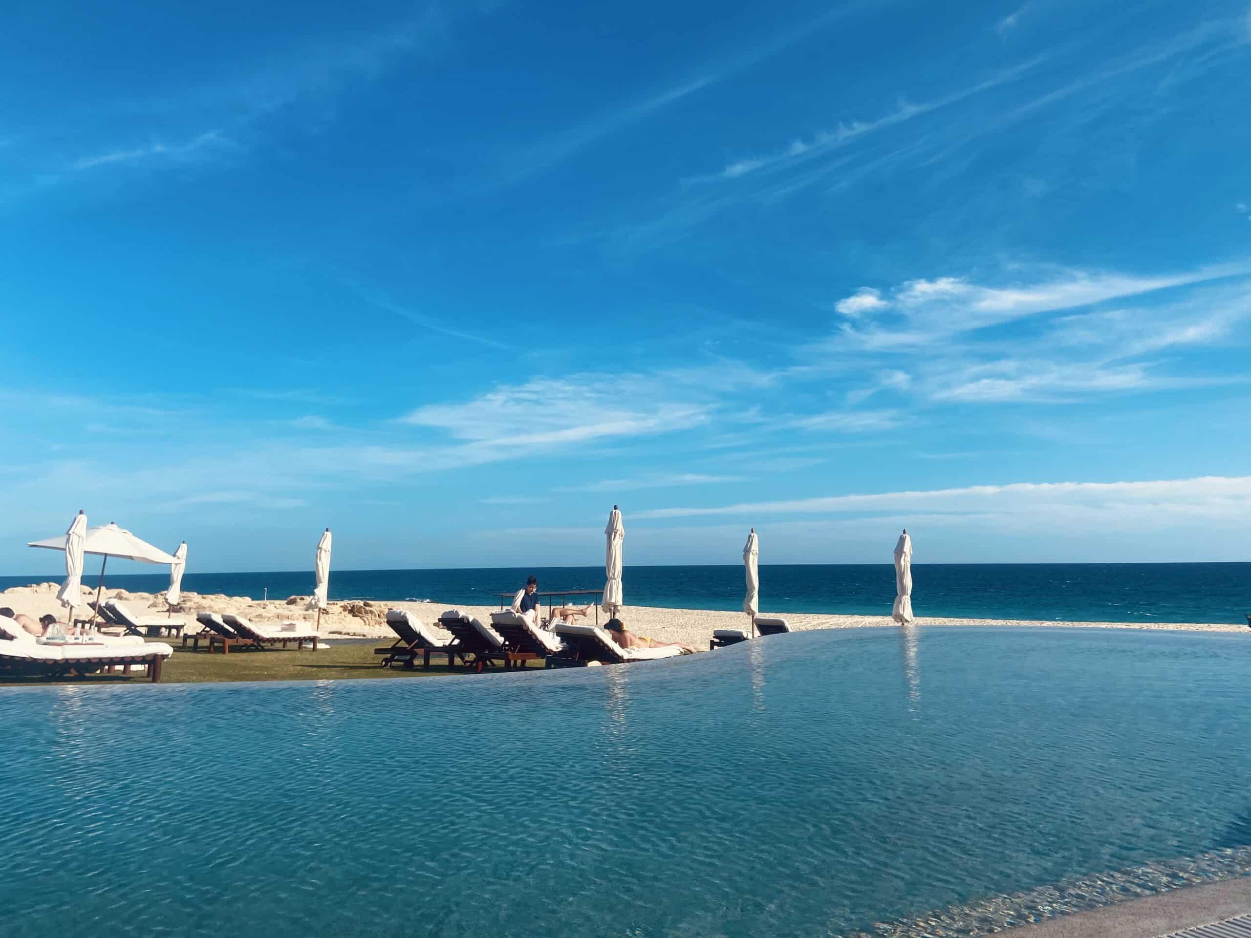 Piscina no Las Ventanas Al Paraíso em frente ao mar