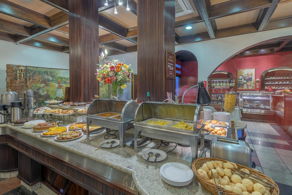 Parte do café da manhã do Hotel Glória, um dos hotéis para a Oktoberfest Blumenau