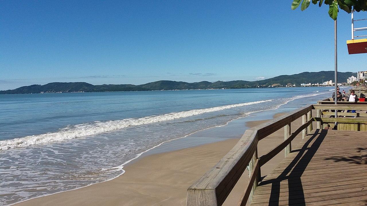 Média Praia, ponto turístico de Itapema, ilustrando o post de pousadas no destino