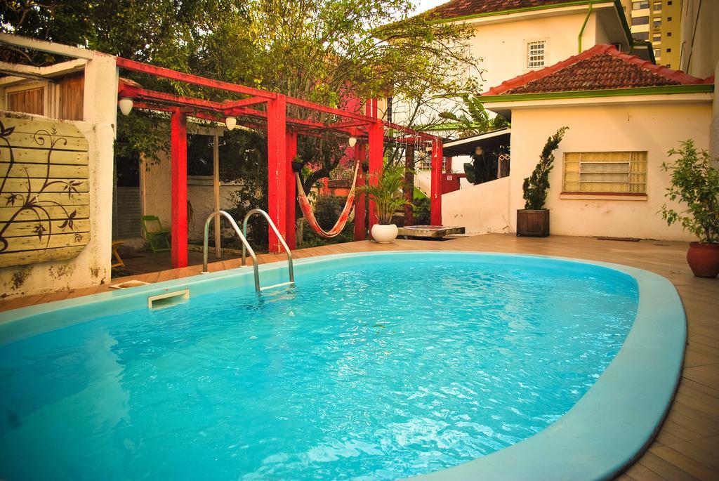 piscina da POA Eco Hostel em Porto Alegre