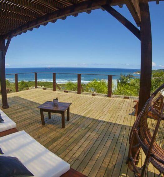 Vista de uma das pousadas na Praia do Rosa