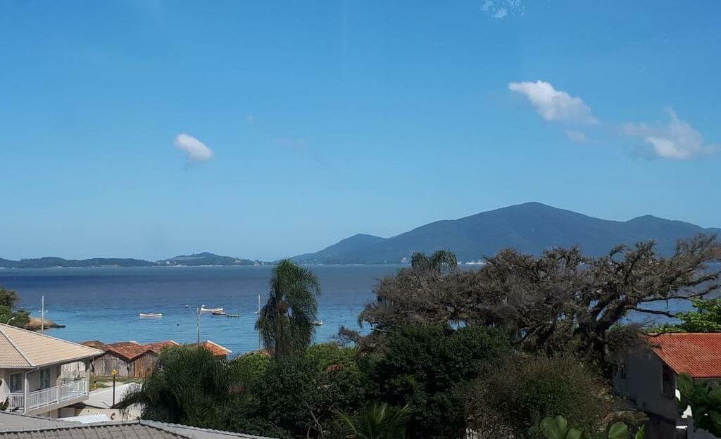 Vista do mar de uma das pousadas em Palhoça