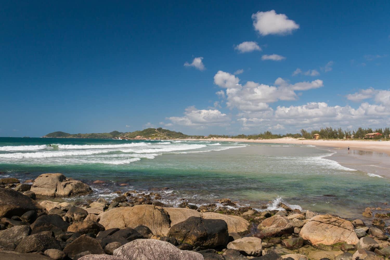 Foto da Praia da Ferrugem ilustrando o post de pousadas em Garopaba