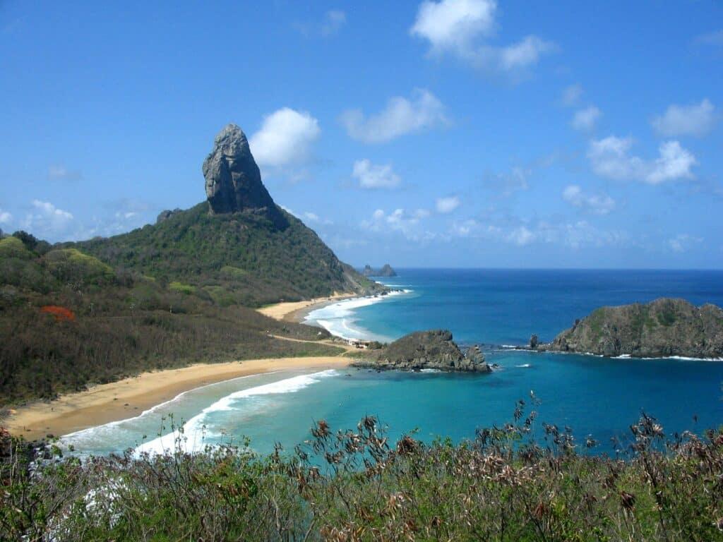 Vista do Forte dos Remédios: Praias do Meio e da Conceição e 2 Irmãos