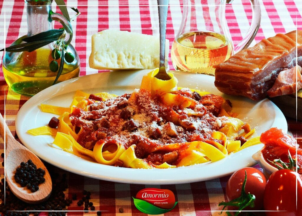 Prato de espaguete no Amormio Trattoria