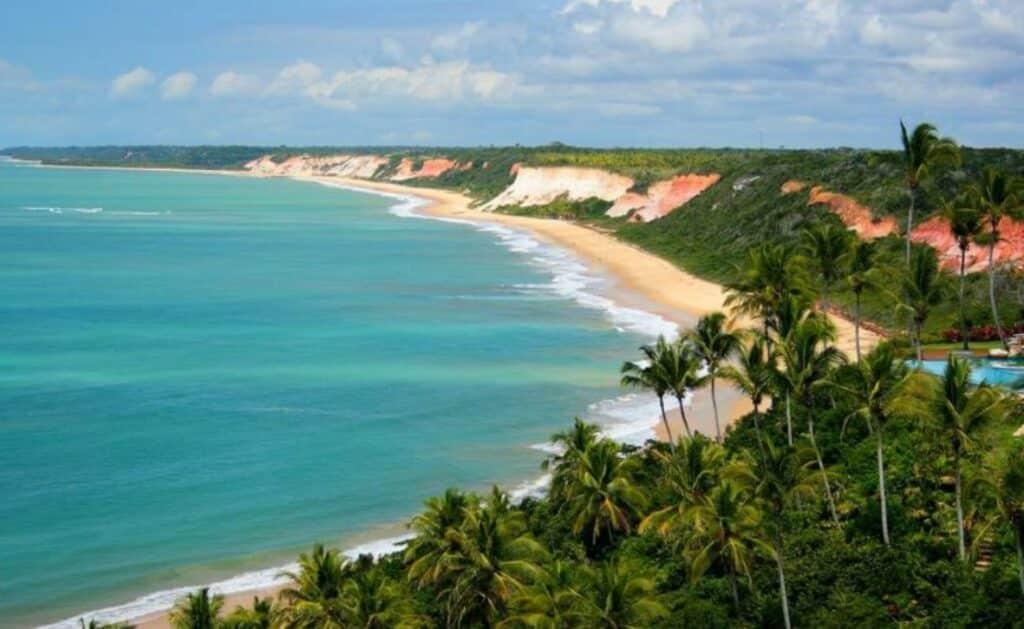 Praia vazia em Arraial D'Ajuda