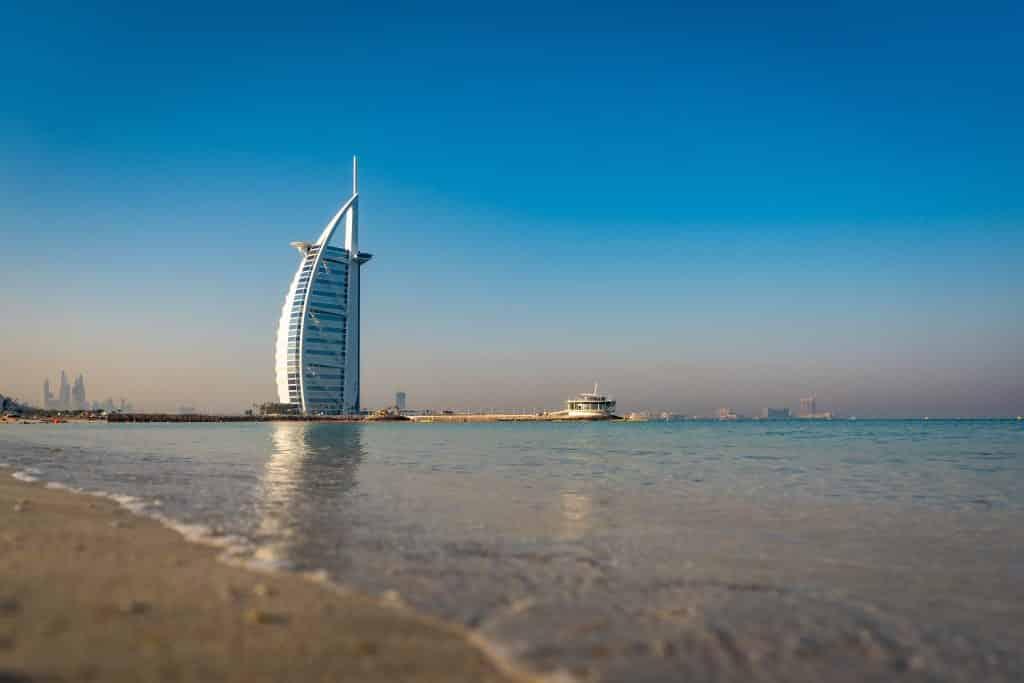 O icônico hotel Burj Al Arab, único sete estrelas do mundo