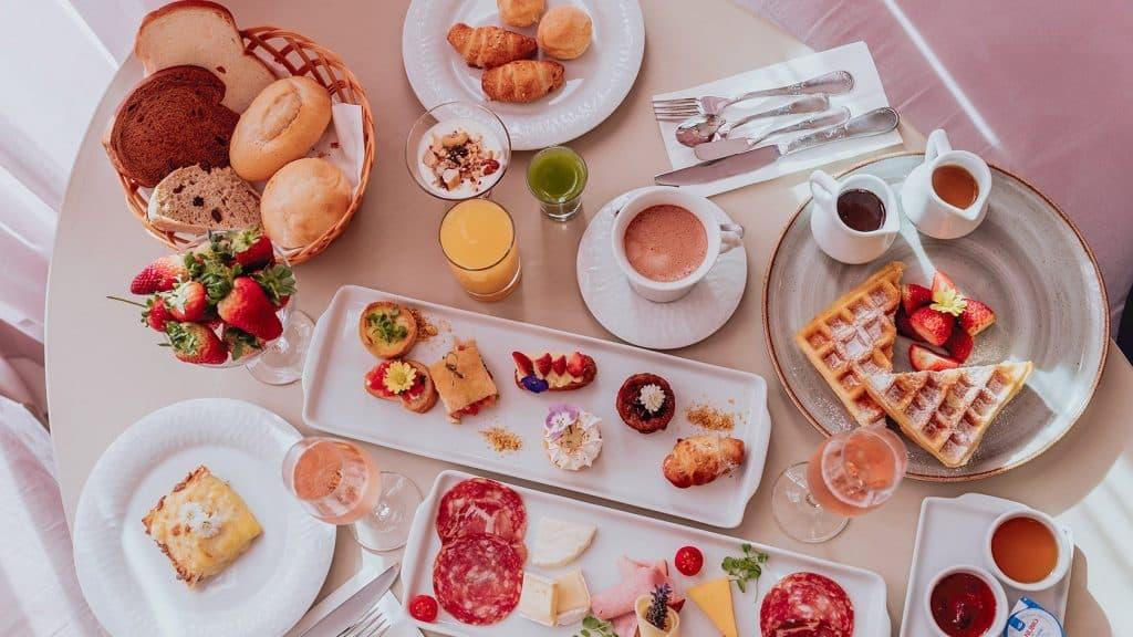 Café da manhã no melhor hotel do mundo em Gramado - Colline de France