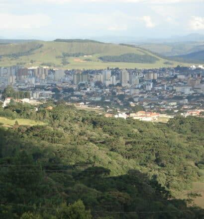 Vista panorâmica da cidade de Lages, na serra catarinense, para ilustrar post de pousadas em Lages