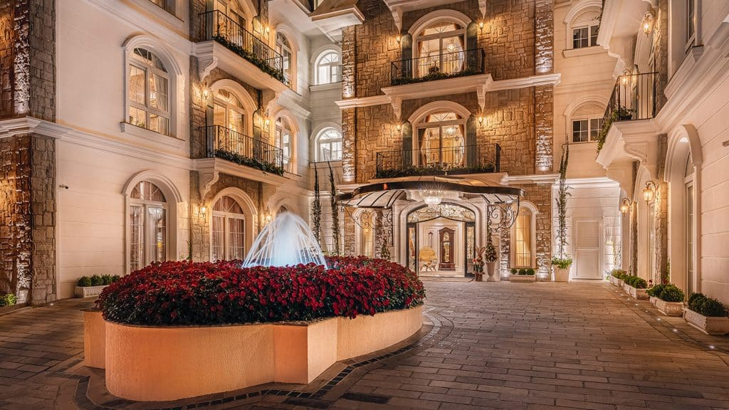 Entrada do melhor hotel do mundo em Gramado - Colline de France