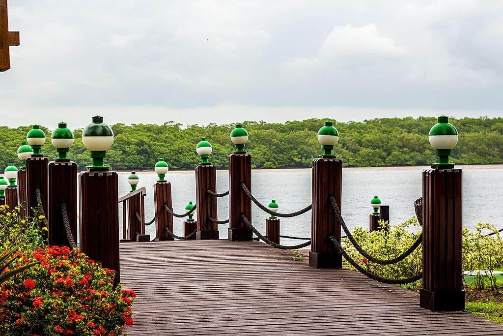 Entrada da Ilha de Comandatuba, um dos destinos para lua de mel na Bahia