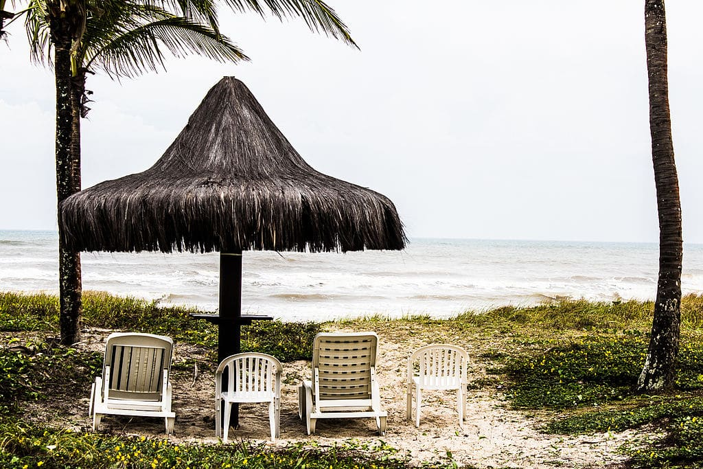 Uma das praias da Ilha de Comandatuba, excelente pedida para a lua de mel na Bahia