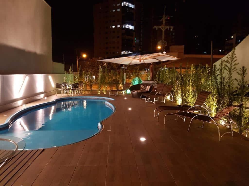 piscina da  Casa de Oliveira Pousada