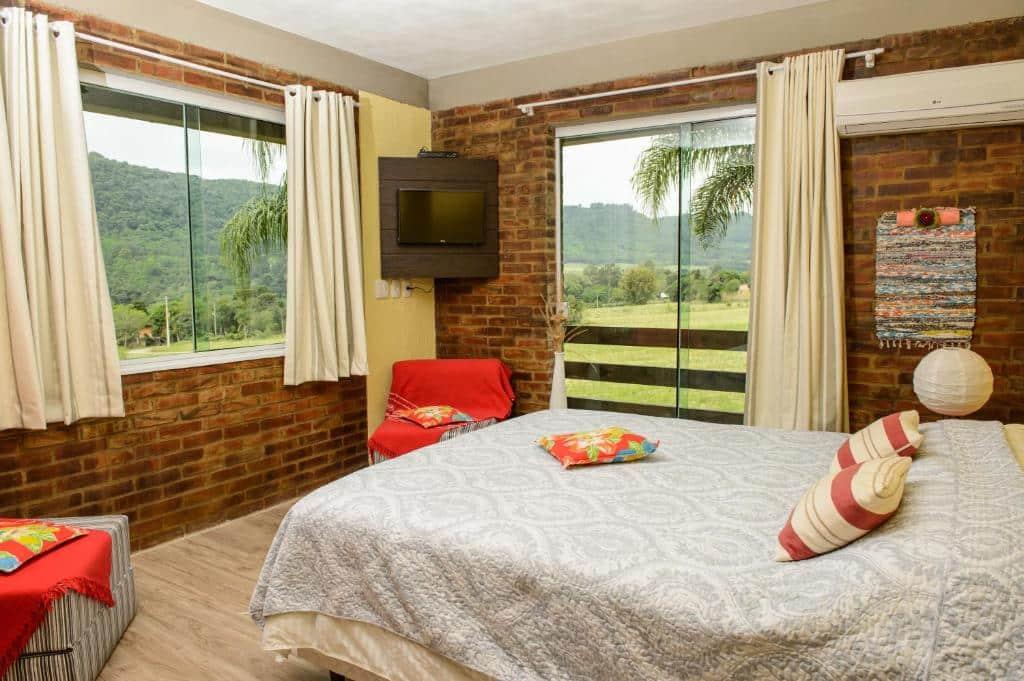 quarto da Bina's Haus Pousada, Cafeteria e Atelier
