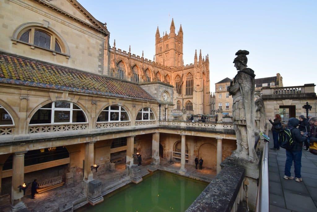 banhos romanos em bath nos pontos turisticos da inglaterra