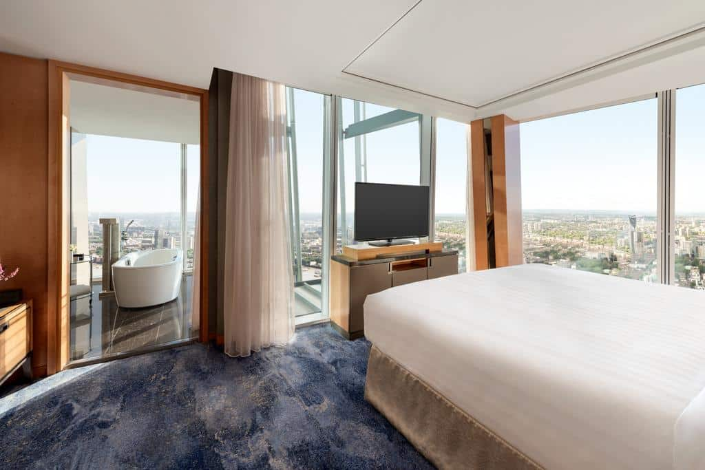Quarto de um dos hotéis cinco estrelas em Londres
