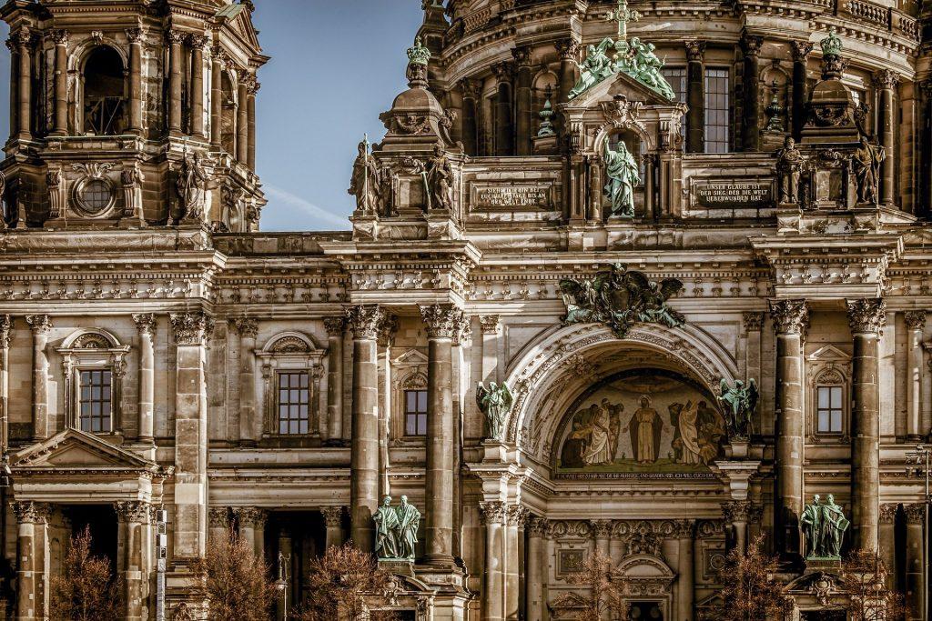 detalhes da arquitetura da catedral de berlim