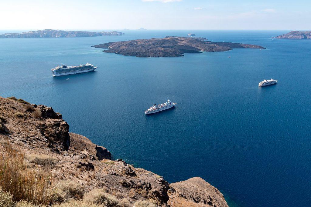 Vista da Caldera, em Fira, um dos principais lugares para ver no roteiro em Santorini