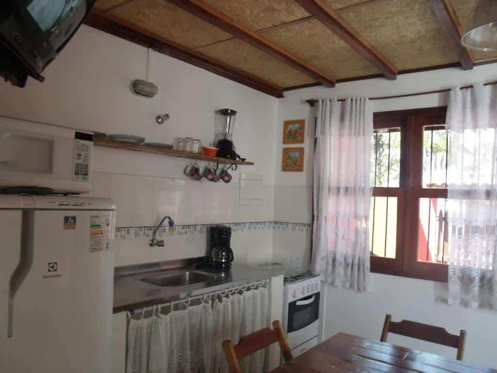 cozinha do Chalés Ubatubaloft em Ubatuba