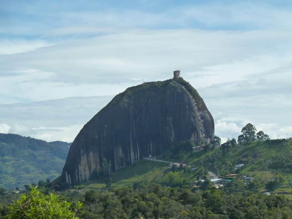 vista do monte el peñon de guatapé no roteiro em medellín
