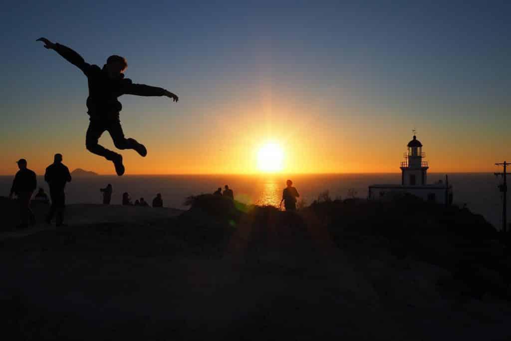 Pôr do sol no Farol de Akrotiri, em Santorini