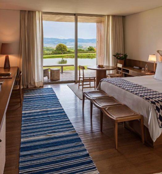 Quarto com cama de casal no Hotel Fasano Boa Vista