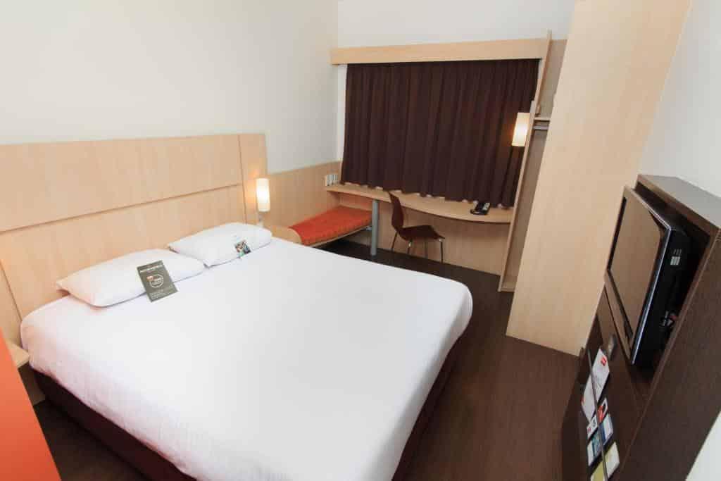 quarto do hotel ibis medellin