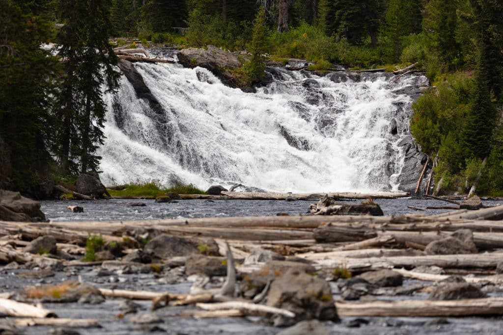 Lewis Falls and River no Yellowstone National Park