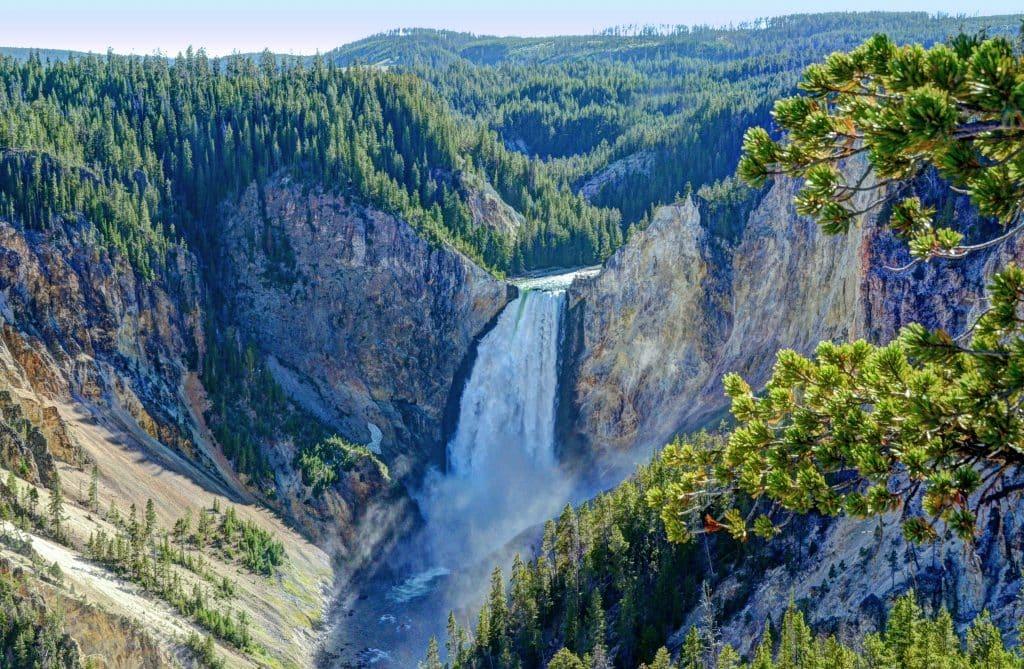 Lower Falls no Parque Nacional de Yellowstone nos EUA