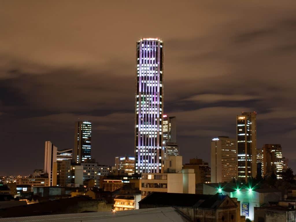 torre colpatria a noite nos pontos turisticos em bogotá