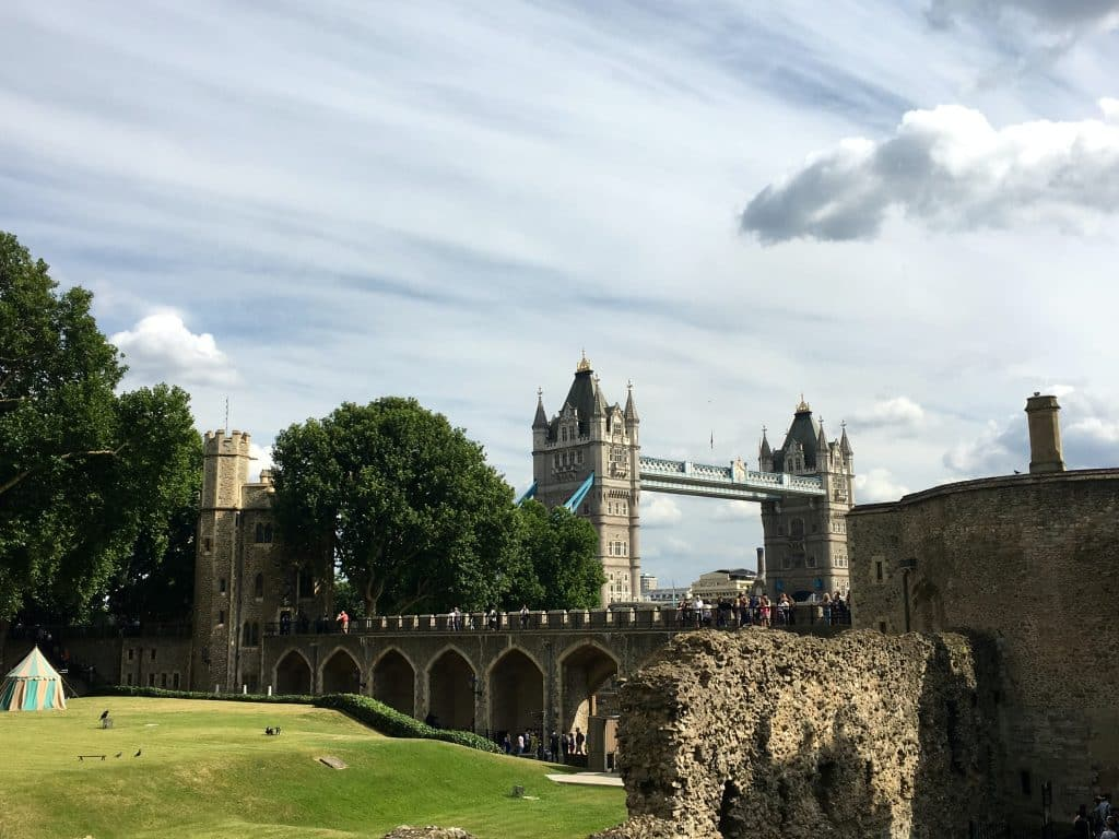 A Tower Bridge vista da fortaleza