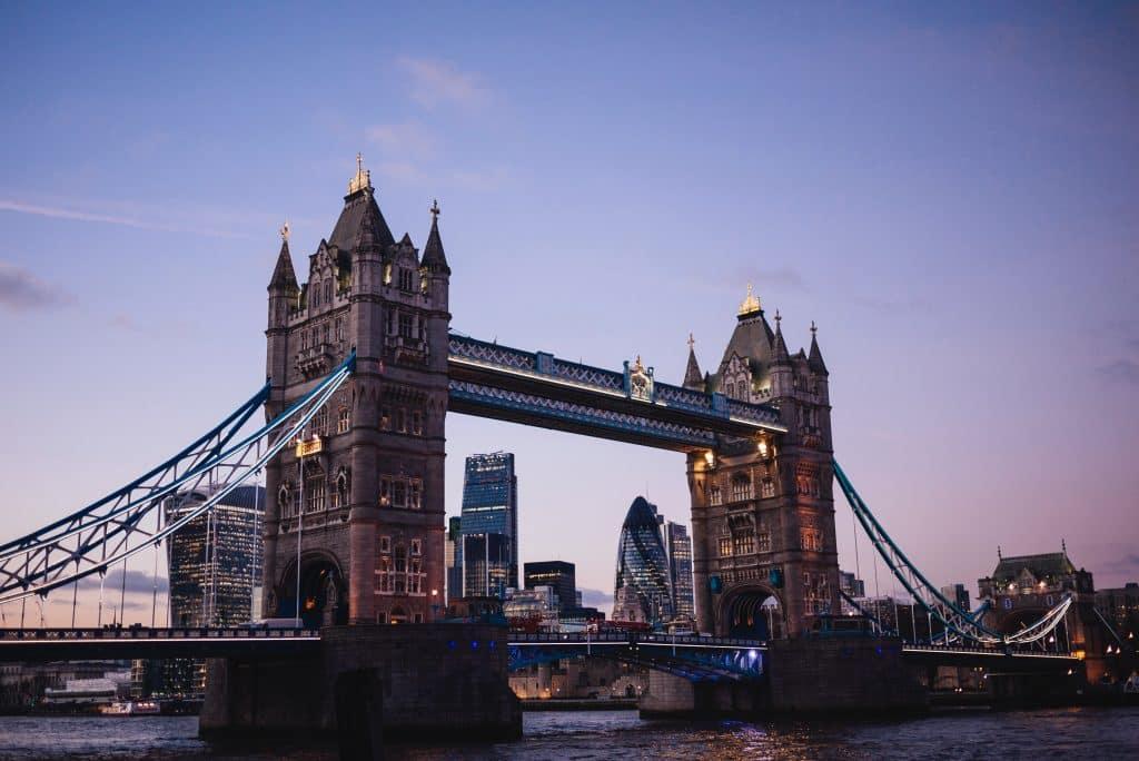 A Tower Bridge em foto mais detalhada e próxima