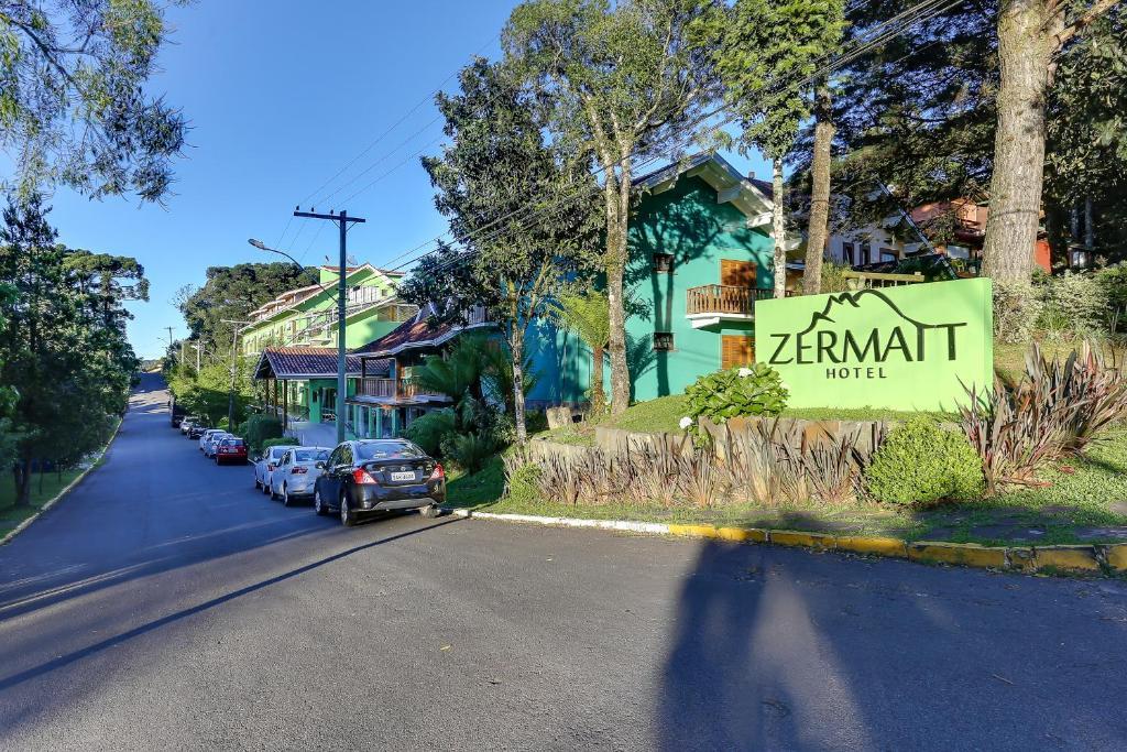 vista frontal do hotel zermat em gramado