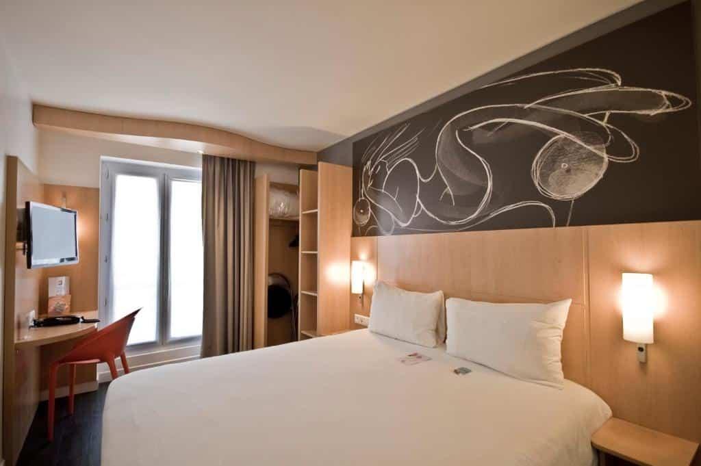 Um dos hotéis ibis em Paris