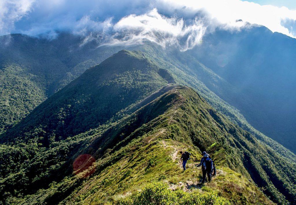 Paisagem da trilha chamada Travessia da Serra Fina, em região da Serra da Mantiqueira em Minas Gerais