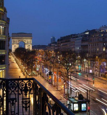 Um dos hotéis perto da Champs-Elysées em Paris com vista para a avenida