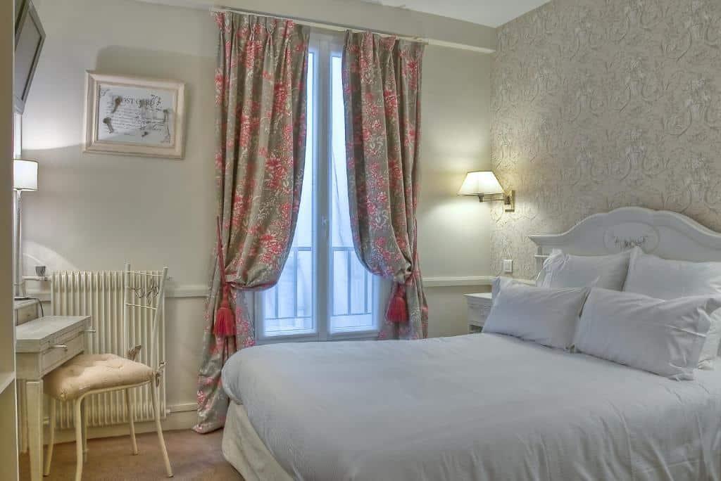 Um dos hotéis perto da Torre Eiffel