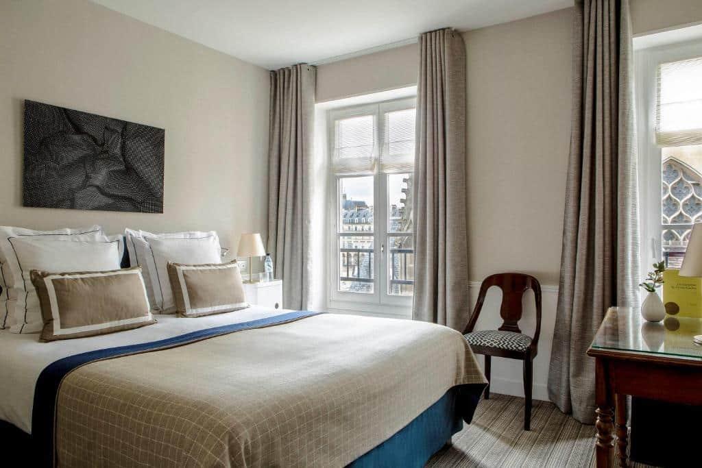 Um dos hotéis perto do Louvre em Paris