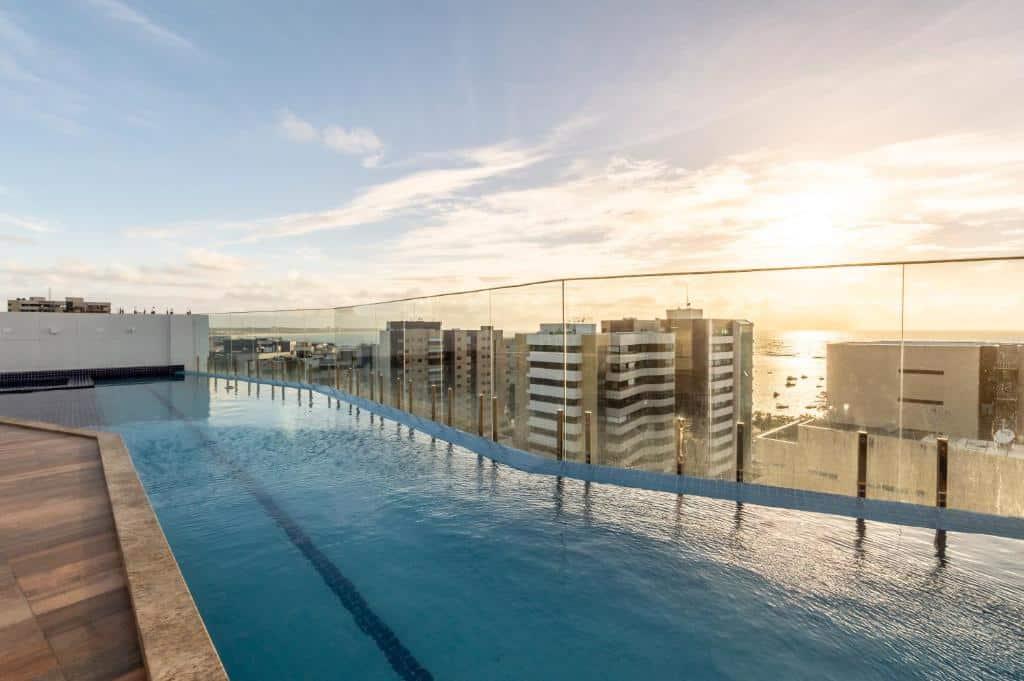 piscina do hotel Intercity Maceio