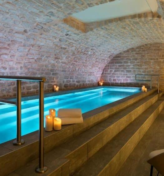 Um dos hotéis com piscina em Paris, o Hôtel Square Louvois