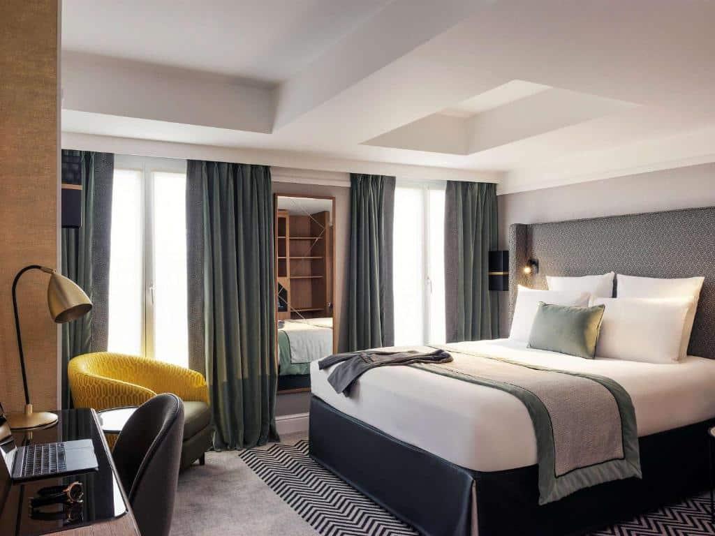 Um dos hotéis Mercure em Paris