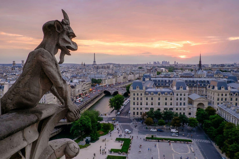 Horizonte de Paris, com monumentos à vista, ilustrando post de hotéis baratos em Paris