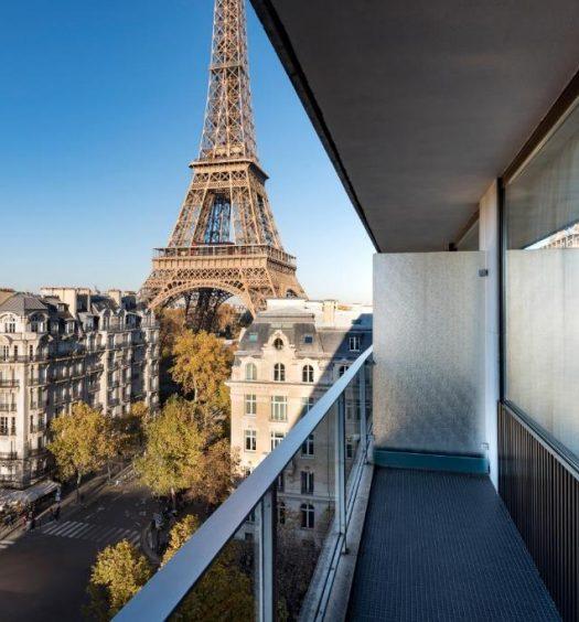Vista da varanda do Pullman Paris Tour Eiffel, um dos hotéis com vista para a Torre Eiffel