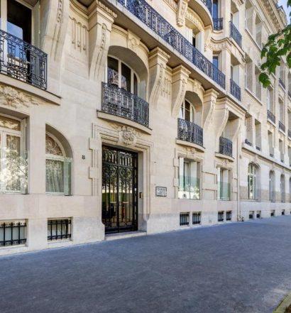 Fachada de um dos locais para aluguel de temporada em Paris