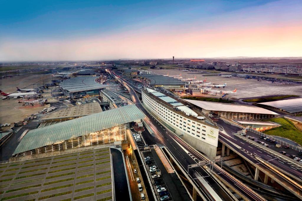 Vista do aeroporto Charles de Gaulle a partir de um dos hotéis perto do aeroporto de Paris