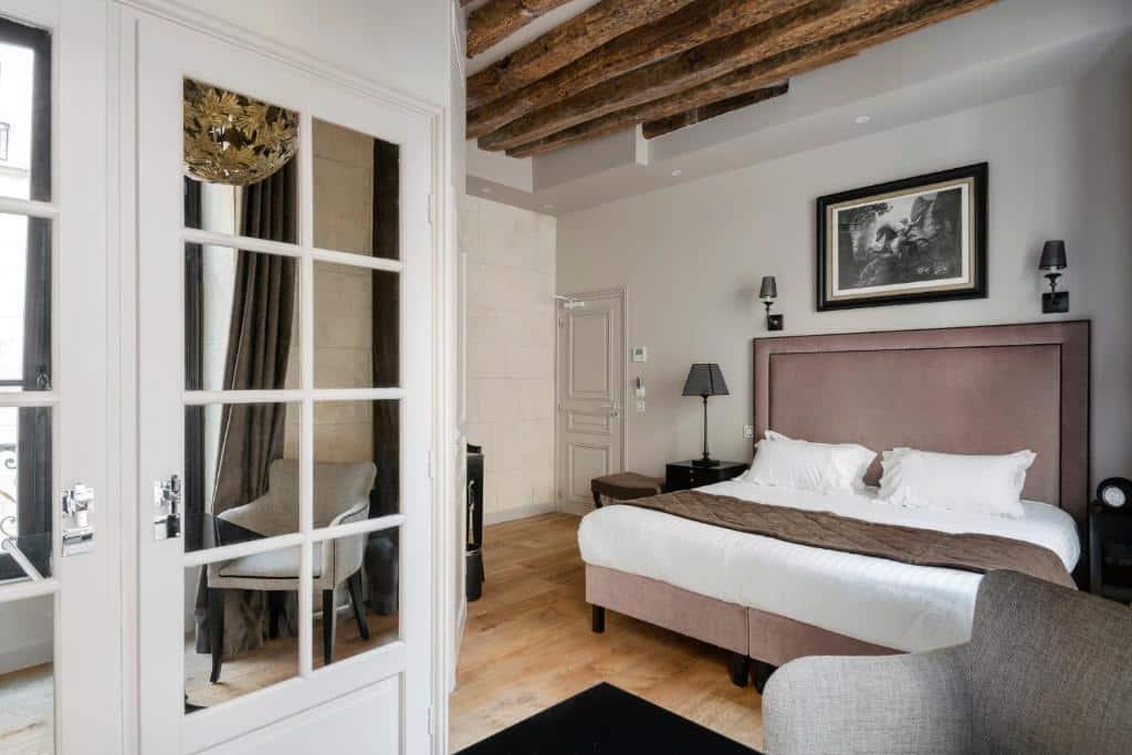 Um dos hotéis no centro de Paris