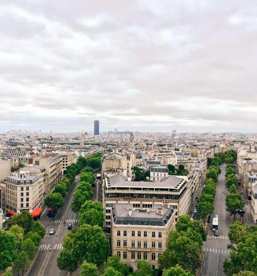 Vista a partir do Arco do Triunfo, ilustrando post sobre hotéis no centro de Paris